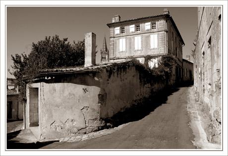 BLOG-DSC_9493-angle de rue & clocher sépia