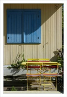 BLOG-DSC_9883-volet bleu, table & chaises couleurs SANS ARROSOIR 2