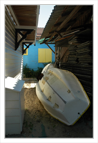 BLOG-DSC_9910-maison jaune & bleu, barque