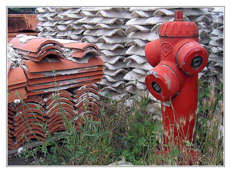 BLOG-IMG_0311-extincteurs, tuiles, tuiles chaulées