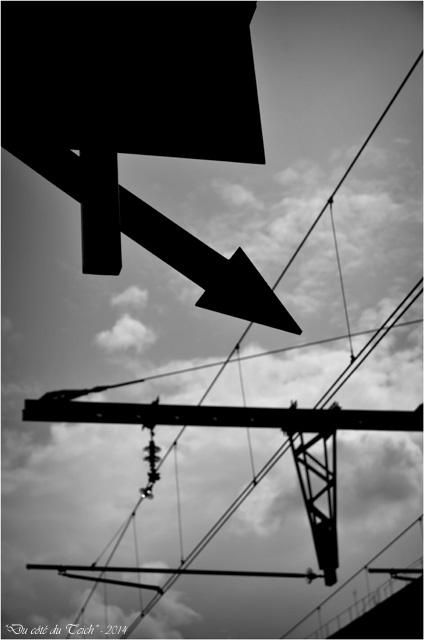 BLOG-DSC_28986-signalisation et caténaires gare Bordeaux St Jean N&B