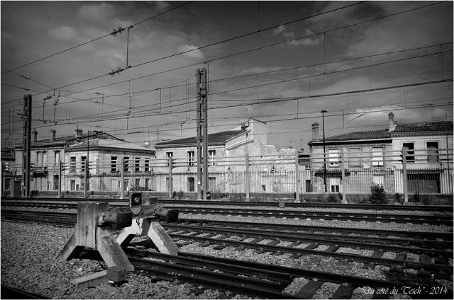 BLOG-DSC_28987-rails Bordeaux St Jean et rue Terres des Bordes N&B