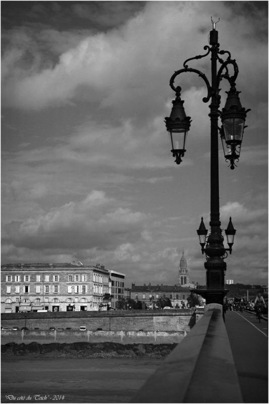 BLOG-DSC_2359-pont de pierre et église Ste Marie Bordeaux Bastide N&B