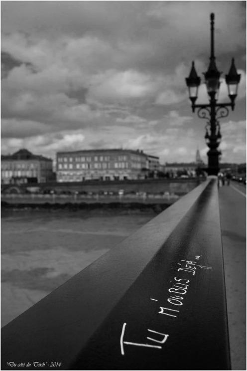 BLOG-DSC_2364-tu m'oublies déjà pont de pierrre Bordeaux N&B