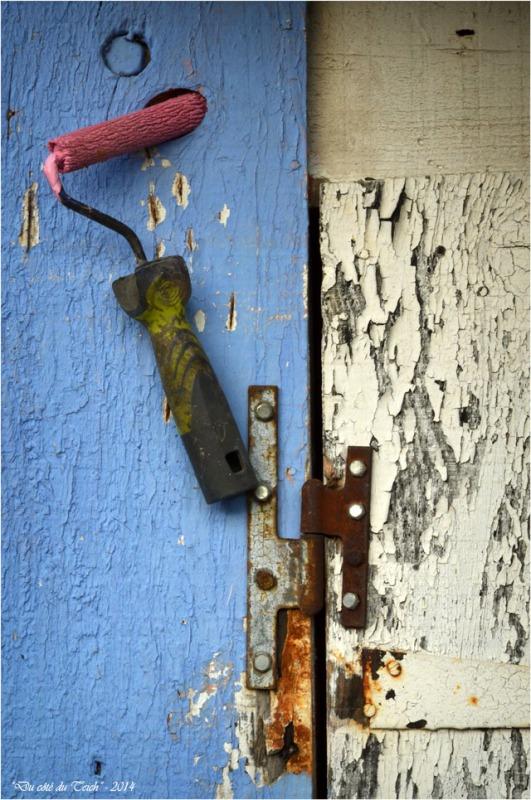 BLOG-DSC_31733-rouleau peinture rose cabane petit port Biganos