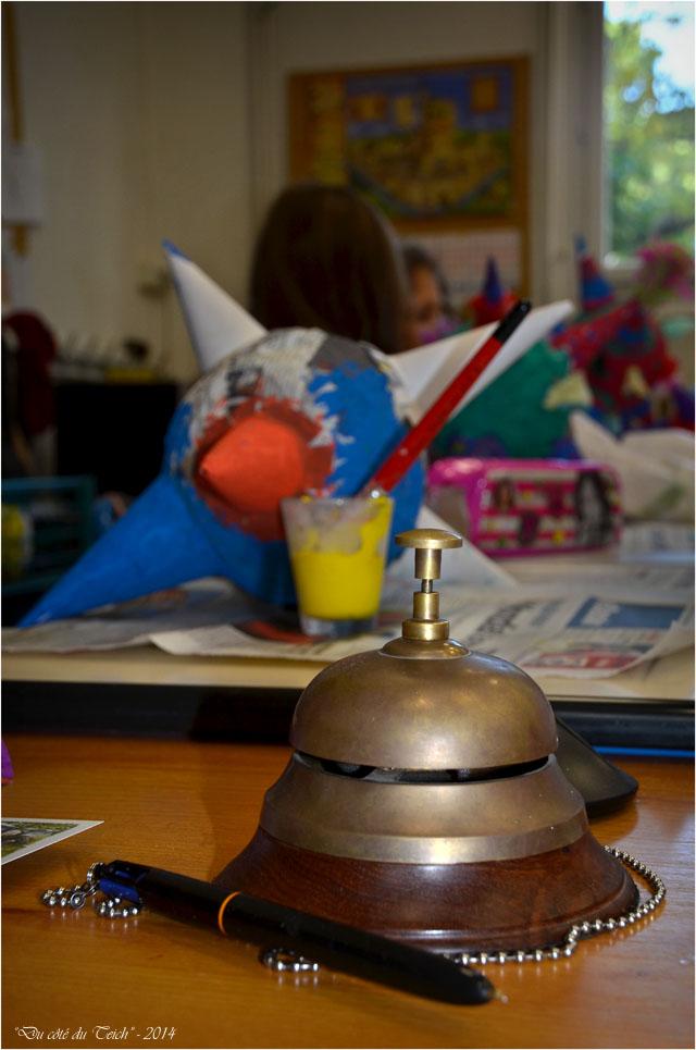 BLOG-DSC_32363-stylo et sonnette bureau maître d'école