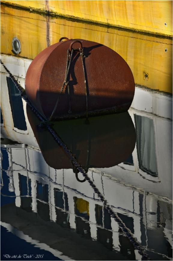 BLOG-DSC_33095-reflet bateau bassin à flot 2 Bordeaux
