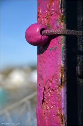 BLOG-DSC_34275-pilier et flotteur rose port Arès