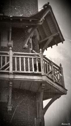 BLOG-20150406_174542-balcon immeuble Villeneuve St Georges PA07 N&B