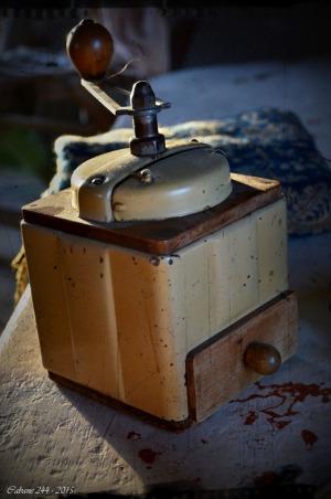 BLOG-DSC_34879-moulin à café conteuse Myriam Darmanté cabane 244 PA03