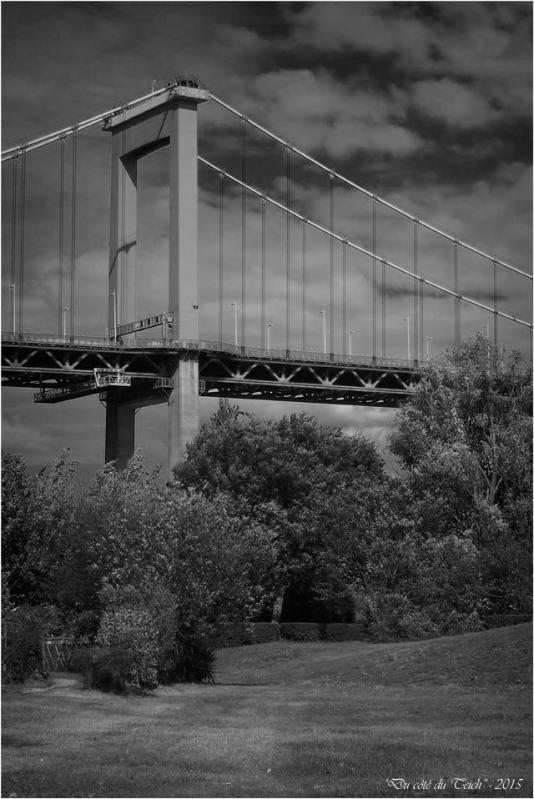 blog-p9161446-pont-aquitaine-nb.jpg