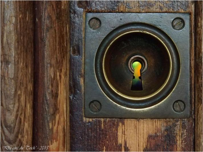 blog-pb062194-trou-de-serrure-et-vitrail.jpg