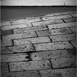 BLOG-P1263659-promenade plage Péreire et phare Cap-Ferret N&B