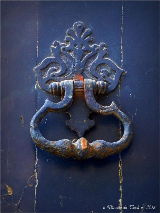 BLOG-P2163814-heurtoir porte bleue