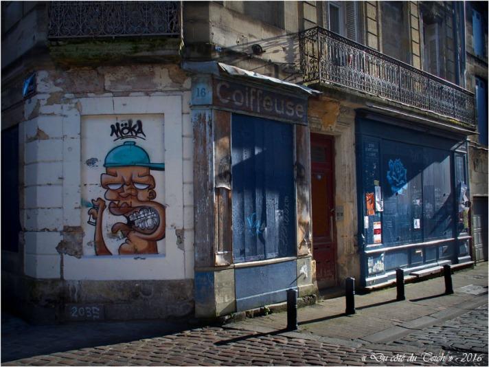 BLOG-P2163829-coiffeuse et street art quartier StMichel