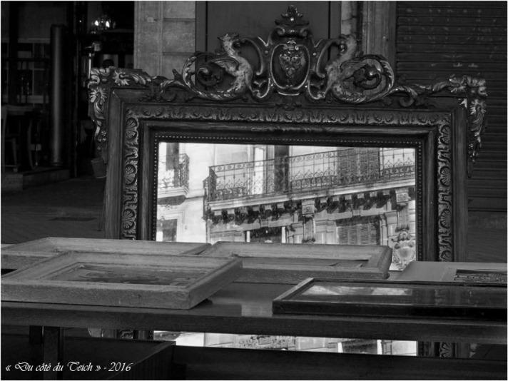 BLOG-P2163845-miroir marché St Michel Bordeaux N&B