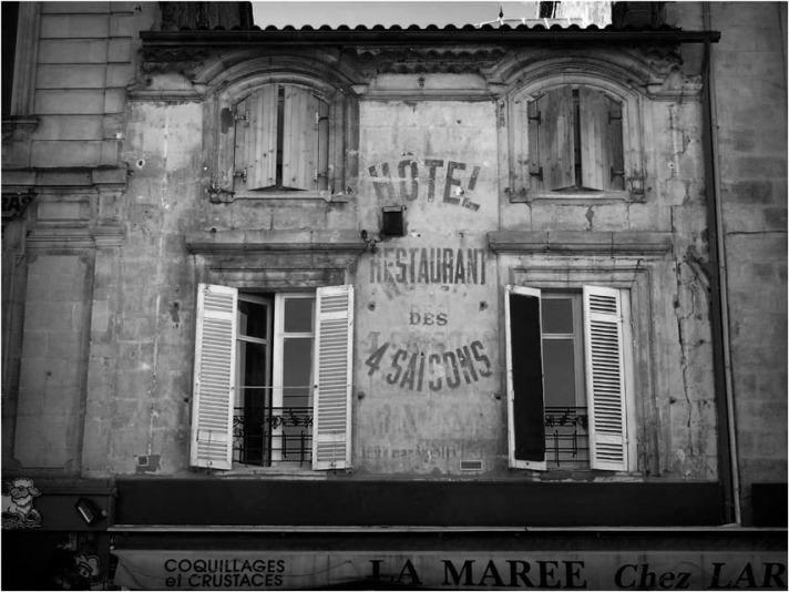 BLOG-P2163873-4 saisons et la Marée Capucins Bordeaux N&B