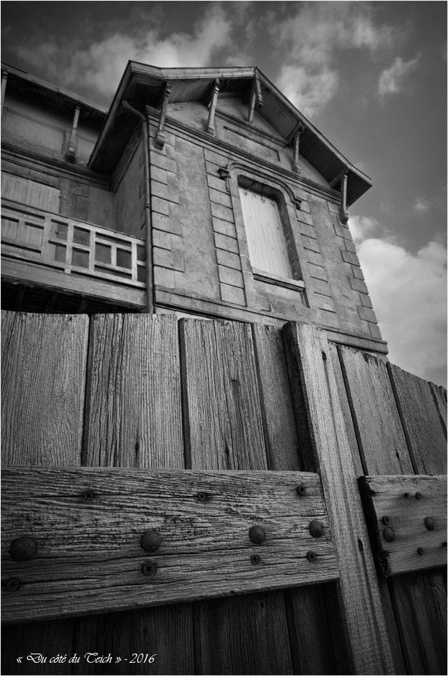 BLOG-DSC_39624-villa Lacanau N&B