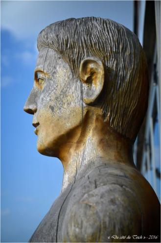BLOG-DSC_39656-statue Lacanau