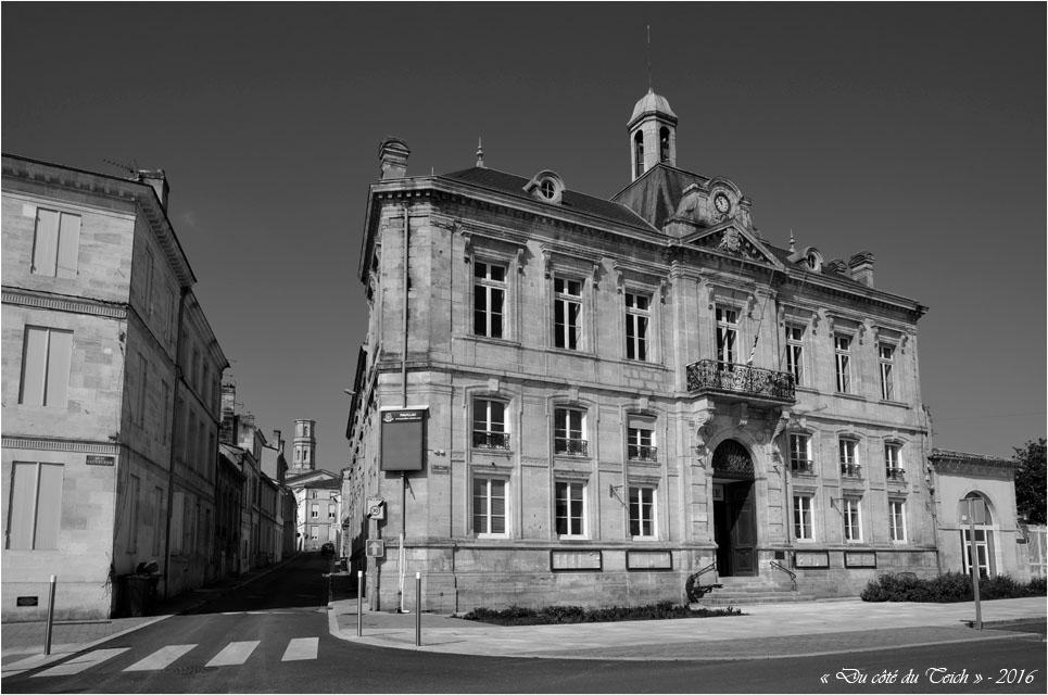 BLOG-DSC_39740-mairie Pauillac et église St Martin N&B