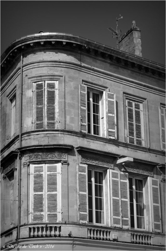 BLOG-DSC_39742-façade quais Pauillac N&B