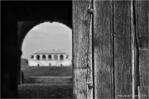 Porte corps de garde royal et vue sur corps de garde de la Gironde
