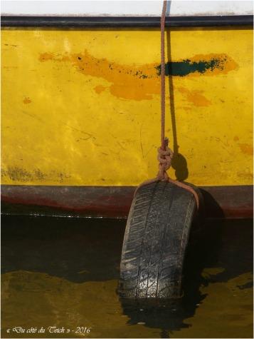 BLOG-P8175929-coque jaune et bouée pneu