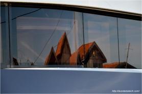 blog-dsc_40777-reflet-cabanes-port-du-canal-sur-yacht-44-metres-couach