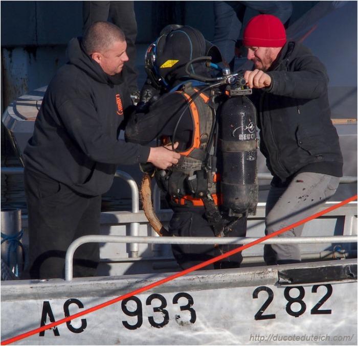 blog-pc137463-plongeurs-mise-a-leau-yacht-44-metres-couach