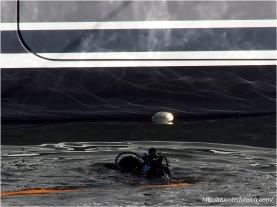 blog-pc137467-plongeur-enlevant-cales-yacht-44-metres-couach