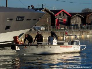 blog-pc137483-plongeurs-mise-a-leau-yacht-44-metres-couach