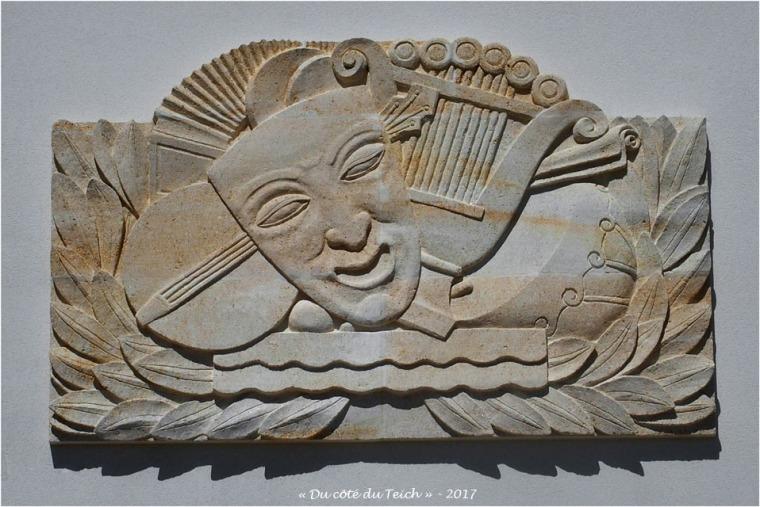 blog-p4238838-bas-relief-salle-publique-le-teich.jpg