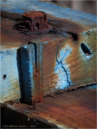 blog-p6089676-écrous-boulons-et-vieux-bois-peint.jpg