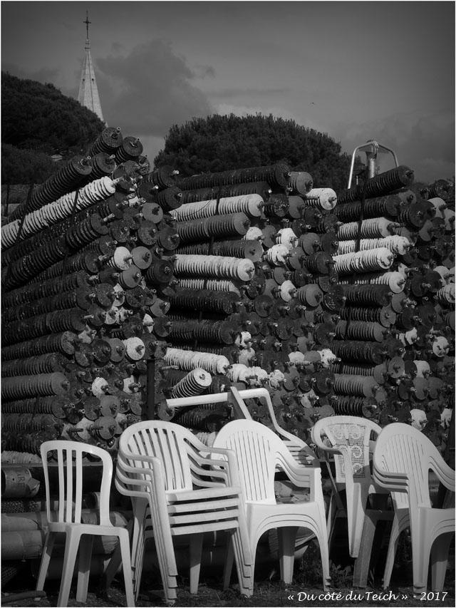 blog-p6249863-chaises-collecteurs-et-clocher-st-eloi-andernos-nb.jpg