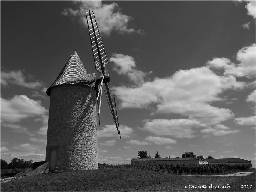 blog-p7110168-moulin-chateau-malescasse-lamarque-nb.jpg