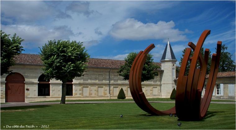 blog-p7110182-chateau-malescasse-et-monumentale-bernar-venet.jpg