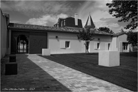 BLOG-P7110186-chateau Malescasse N&B1