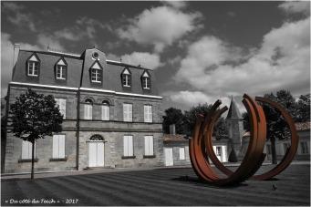 BLOG-P7110189-chateau Malescasse et monumentale Bernar Venet N&R