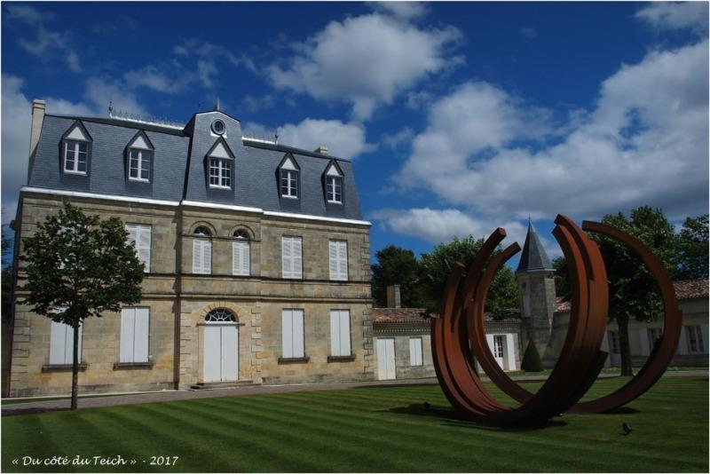 blog-p7110189-chateau-malescasse-et-monumentale-bernar-venet.jpg