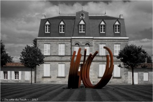BLOG-P7110192-monumentale Bernar Venet chateau Malescasse N&R