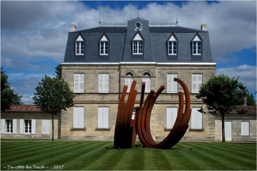 blog-p7110192-monumentale-bernar-venet-chateau-malescasse.jpg