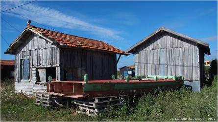 BLOG-P7280601-cabanes et vieux bac port du Canal