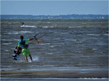 BLOG-P8050848-kitesurfers le Canal