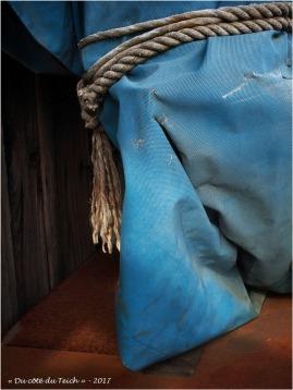 BLOG-P8261353-bache bleue et corde