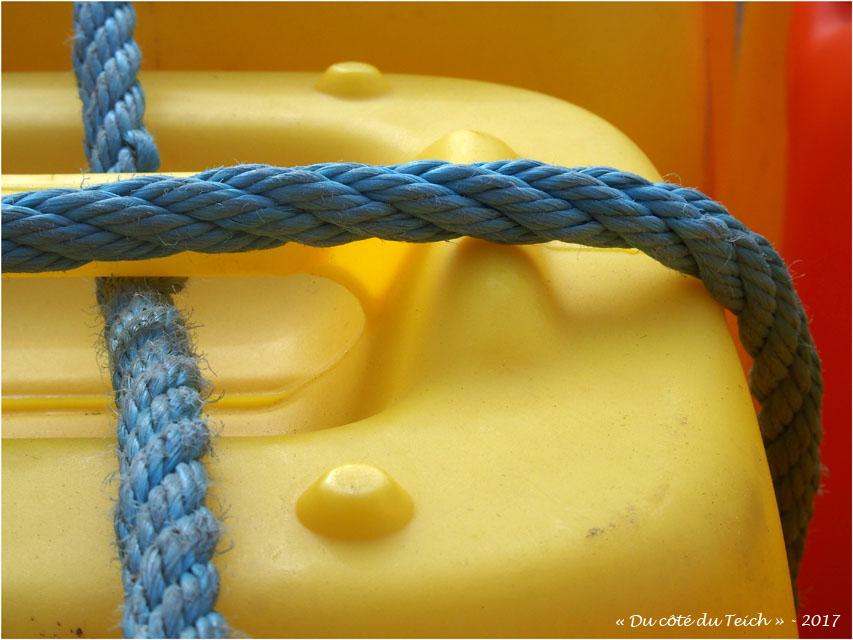 blog-p8261389-jerrican-et-corde-bleue.jpg