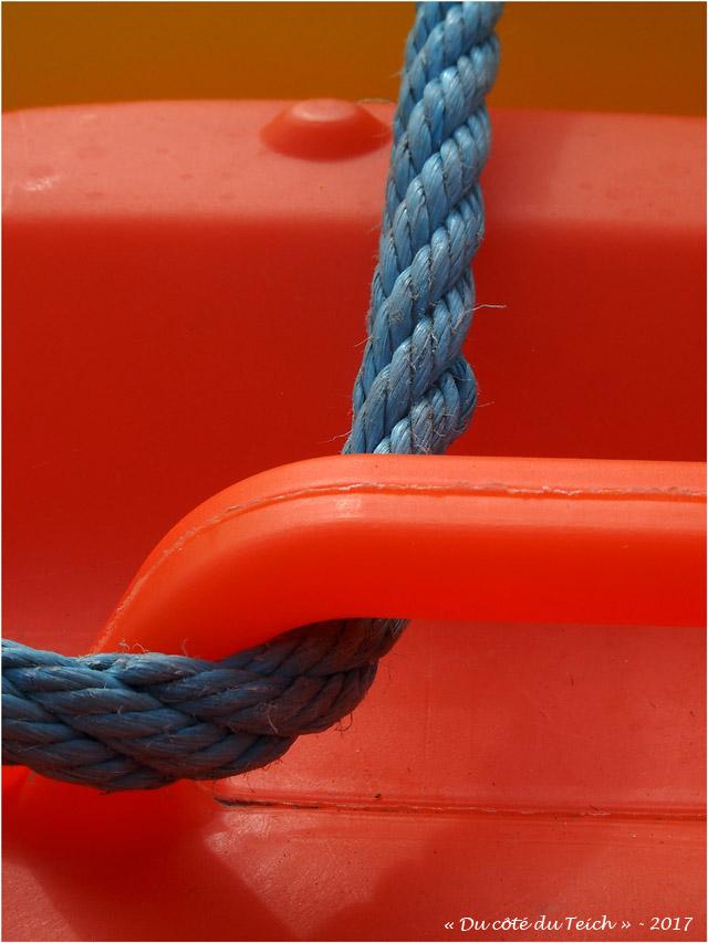 blog-p8261390-jerrican-et-corde-bleue.jpg