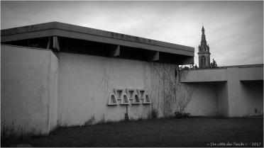BLOG-P7310611-2-maternelle et clocher St André le Teich N&B