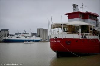 BLOG-DSC_41420-la Dame et l'Estuaire bassin à flot 1 Bordeaux