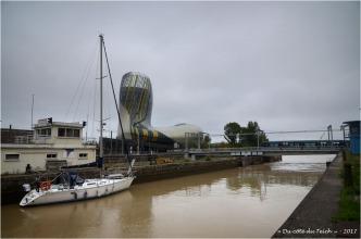 BLOG-DSC_41436-attente passage écluse bassins à flot et cité du vin Bordeaux