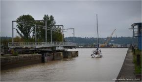 BLOG-DSC_41451-passage écluse et pont tournant bassins à flot Bordeaux